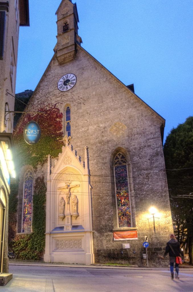 Готическая церковь Св. Блазиуса, напротив вывеска кондитерской Фюрст
