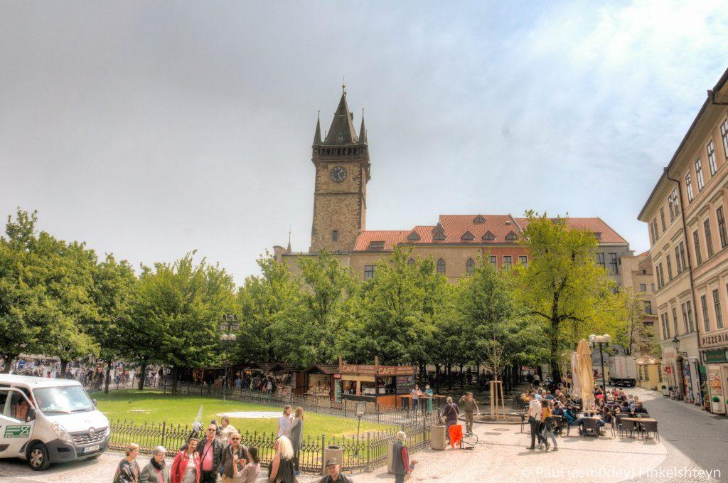 Вид на Ратушу со стороны Церкви Св. Николая