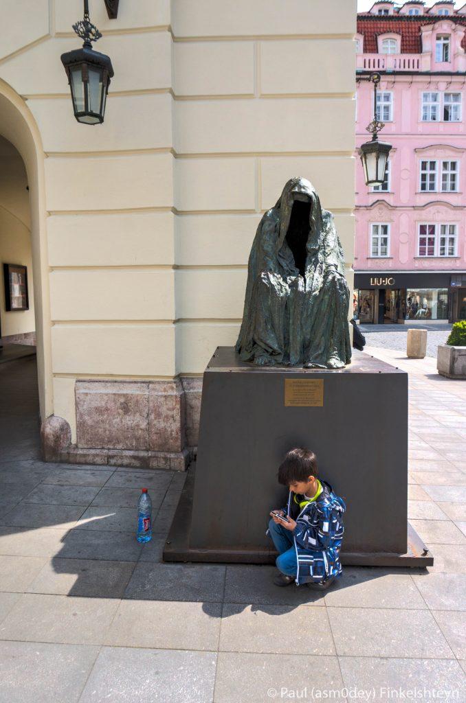 """Необычный памятник, говорящий, что здесь в 1787 году состоялась премьера """"Дон Жуана"""""""